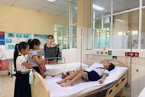 Hàng chục học sinh Đà Nẵng nhập viện vì chơi đồ chơi lạ