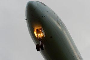 Bí ẩn bao trùm vụ thi thể rơi từ máy bay ở Anh