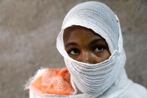 Hàng loạt phụ nữ bị ép làm nô lệ tình dục cho binh lính ở Tigray