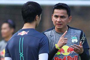 Kiatisuk nhắc riêng Công Phượng trước trận gặp CLB Hà Nội