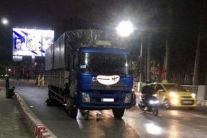Tai nạn giao thông mới nhất hôm nay 16/4: Ô tô tải tông xe container dừng đèn đỏ, lái xe thiệt mạng