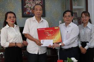 'Mai Vàng nhân ái' đến với 2 nhà thơ ở Quảng Nam