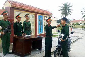 Sĩ quan kỹ thuật thực hành làm 'phim'