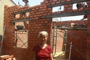 Bộ đội xây nhà tình nghĩa cho dân xứ biển