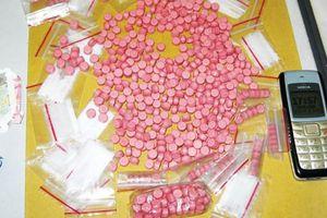 Bị 'bom hàng', tài xế Grab mang lên công an nộp mới biết hơn 1000 viên ma túy