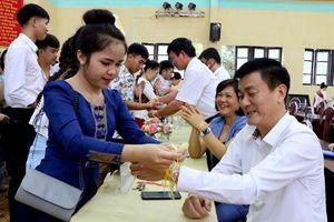 Lưu học sinh Lào tại Yên Bái vui Tết cổ truyền Bunpimay
