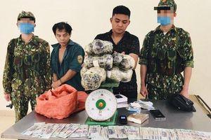 Bắt quả tang 2 đối tượng vận chuyển 16 kg thuốc phiện, 1 bánh heroin