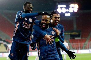 Thắng tưng bừng Slavia Praha, Arsenal thẳng tiến vào bán kết