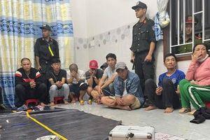 Đột kích căn nhà cho thuê, phát hiện 35 người say sưa sát phạt
