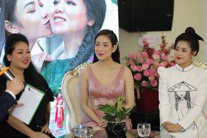 Hoa hậu Tuyết Nga cùng cô giáo Anh Thơ tri ân và lan tỏa vẻ đẹp quê hương