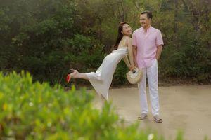 Khoảnh khắc diễn viên Chi Bảo tình tứ bên vợ kém 16 tuổi
