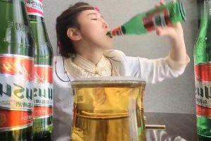 Trung Quốc tính cấm trào lưu livestream trổ tài uống rượu
