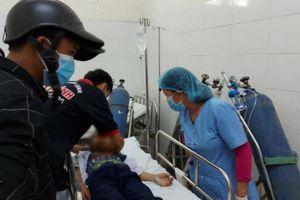 Đà Nẵng: Mua đồ chơi lạ, 32 học sinh nhập viện do khó thở, 5 em trở nặng