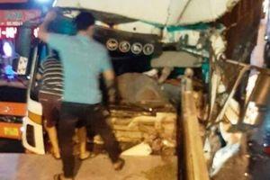 Video TNGT 16/4: 2 vụ tai nạn, 2 người tử vong, nhiều phương tiện hư hỏng