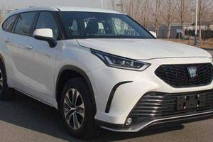 Xe Bộ trưởng Toyota Crown sẽ có thêm phiên bản gầm cao