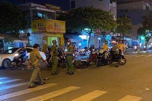 Người đàn ông 61 tuổi tử vong sau khi bị 2 tên cướp giật điện thoại trên đường ở Sài Gòn