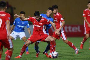 Viettel phả hơi nóng vào gáy HAGL, thầy trò Kiatisak có áp lực trước Hà Nội FC?
