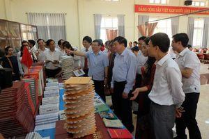 Vĩnh Phúc: Tặng xã Nghĩa Hưng tủ sách, tăng cường văn hóa đọc
