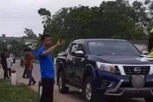 Tài xế không chịu kiểm tra nồng độ cồn, cố thủ nhiều giờ trong xe