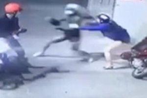 Người đàn ông bị cướp xịt hơi cay giật điện thoại ngã tử vong