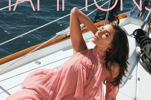 Hoa hậu Olivia Culpo đẹp cuốn hút trên du thuyền sang chảnh
