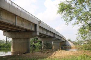 Lạ lùng cầu gần 40 tỷ đồng xây xong không có đường dẫn