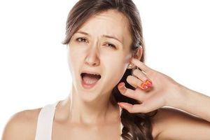 Ngứa tai liên tục là bệnh gì?