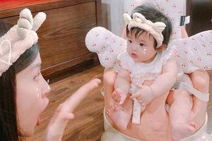 Vừa 'hổ báo' hôm trước, hôm sau bé Winnie - con gái Đông Nhi đã trở thành 'thánh meme'