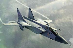 MiG-31 Nga tăng tốc áp sát do thám cơ Mỹ trên Thái Bình Dương