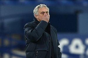 Mourinho nở nụ cười khi Tottenham chịu phạt đền