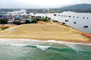 Nạo vét cát suốt 5 năm, cửa biển vẫn bị bồi lấp