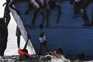 Di dân gặp nạn giữa biển bị bỏ mặc đến chết vì 'đó là ngày nghỉ'