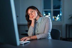 Người trẻ Anh ngày càng cô đơn vì 'cuồng' công việc