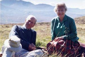 Bức ảnh yêu thích của Nữ hoàng Elizabeth II về Hoàng thân Philip