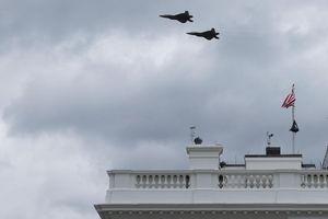 Tiêm kích F-22 làm gián đoạn họp báo ở Nhà Trắng