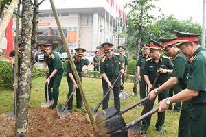 Bộ trưởng Phan Văn Giang dự lễ phát động và tham gia trồng cây tại Quân khu 2