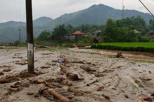 Lào Cai: Tìm kiếm 3 người dân bị lũ quét cuốn trôi trong đêm