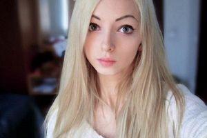 Cô gái giống búp bê Barbie như đúc mà không cần 'dao kéo'