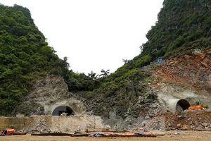 Trên công trường đường hầm xuyên núi đá vịnh Hạ Long