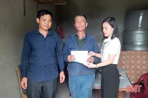 Gần 200 triệu đồng ủng hộ cô học trò nghèo mắc bệnh u não ở Hà Tĩnh