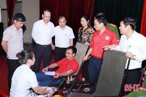 Thu về 240 đơn vị máu trong ngày hội 'Giọt máu hồng tình nguyện' ở Nghi Xuân