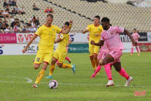 Derby xứ Nghệ: Ngoại binh SLNA phản lưới nhà, HLHT dẫn trước 1-0