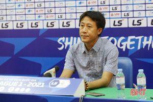 HLV Nguyễn Thành Công: Tôi đã cố gắng giải tỏa tâm lý để cầu thủ thoải mái vào trận