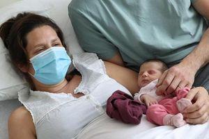 Thai phụ có thể truyền kháng thể ngừa virus SARS-CoV-2 cho thai nhi