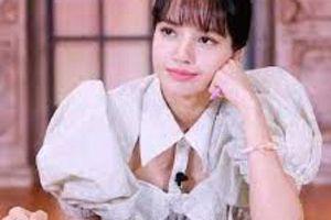 Thanh xuân có bạn 3: Loạt khoảnh khắc xinh ngất ngây của Lisa (BLACKPINK) khi mặc áo cắt xẻ cực hiểm