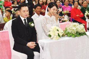 'Soi' áo cưới vợ Phan Mạnh Quỳnh mặc trong lễ hôn phối: Đính 8.000 viên đá swarovski theo cách thủ công