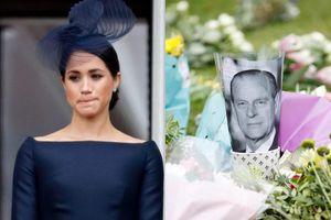 Meghan gửi thiệp tay, vòng hoa tới lễ tang Hoàng thân Philip