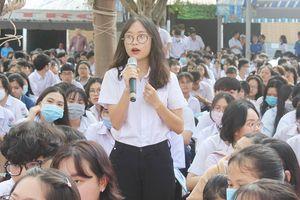 1.600 HS tham gia chương trình 'Đưa trường học đến thí sinh'