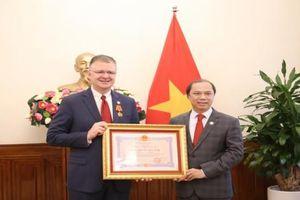 Đại sứ Hoa Kỳ Daniel Kritenbrink nhận Huân chương Hữu nghị của Chủ tịch nước