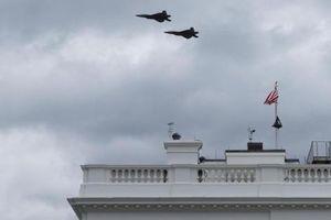 Tiếng ồn của tiêm kích F-22 làm gián đoạn họp báo ở Nhà Trắng